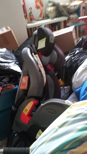 Graco Car seat ( the grow with me car seat. Four stages including booster seat. All parts are together) for Sale in Wilmington, NC