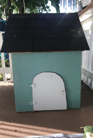 Dog house with lock for Sale in Woodburn, OR