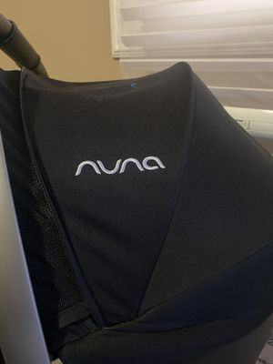 Nuna car seat between 4 and 32 pounds for Sale in Chicago, IL