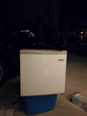 Mini Fridge Refrigerator for Sale in Las Vegas, NV