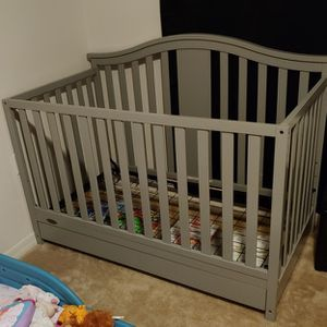 Gracco 4 in 1 Convertible Crib for Sale in Clearwater, FL