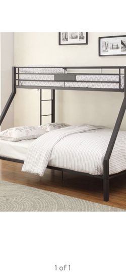 Twin over Queen bunk bed for Sale in Tacoma,  WA