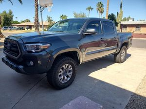 2017 Toyota Tacoma 4x4 Double Cab 55k miles for Sale in Mesa, AZ