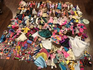 Over 550 pieces Barbies, ken, clothes, purses, shoes, accessories Vintage 70's 90's for Sale in Beaumont, CA
