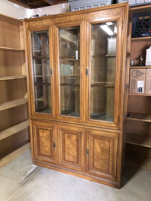 China hutch cabinet for Sale in Beaumont, CA