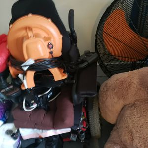 Free Desk Wheel Chair And Wine Rack for Sale in Stonecrest, GA