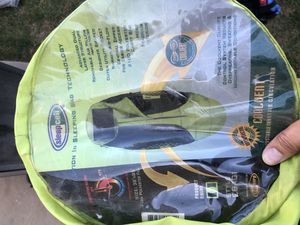 3 lbs summer sleeping bags with compression bags. /adjustable backpacking pack for Sale in San Bernardino, CA