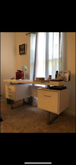 White Office desk for Sale in Land O Lakes, FL