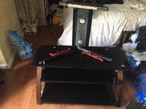I'm selling this table tv .very good condition. $ 90 for Sale in San Francisco, CA
