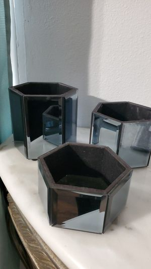 Makeup brush holders grey mirror color for Sale in Fontana, CA