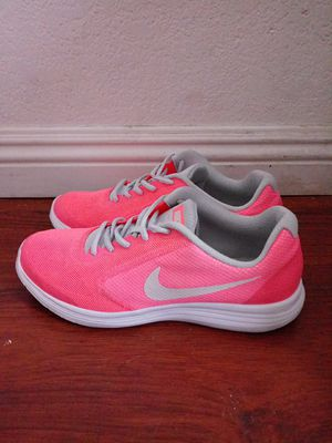 Nike shoes size 7y or 7 in women for Sale in Del Sur, CA