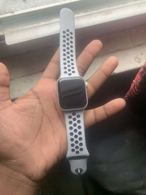 Apple Watch series 4 Nike series 40mm cellular and gps for Sale in Minneapolis, MN
