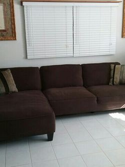 Couch With Chaise Lounge for Sale in Apopka,  FL