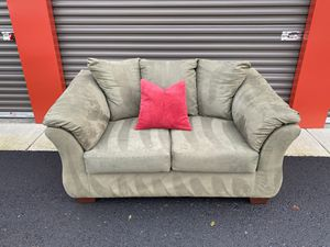 Olive green loveseat for Sale in Vancouver, WA