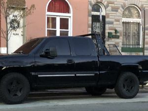 2005 Chevy Silverado 5.3L 4x4 for Sale in Parkville, MD