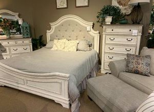 Realyn Chipped White {Queen,King, Full, Twin} Panel Bedroom Set 🚩Bed, Dresser, Mirror, Nightstand Included for Sale in Houston, TX