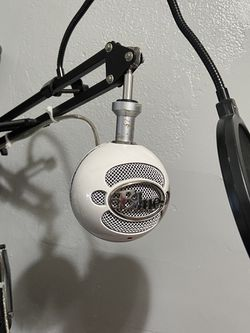 Blue Snowball With Boom Arm And Pop Filter for Sale in Stockton,  CA