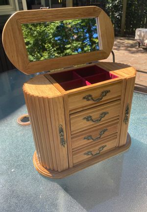 Antique Jewelry Mini Dresser for Sale in Sterling, VA