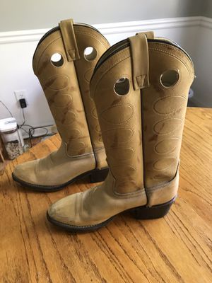 women's cowboy boots for Sale in Lawrenceville, GA