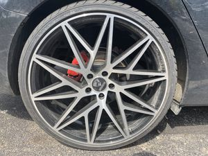 22 inch ravetti wheels bolt pattern 5x114.3 brand new tires 245/30/22 rims 3 weeks old for Sale in Columbus, OH