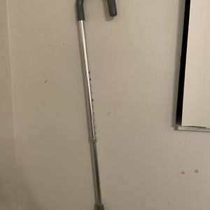 "Drive Medical Round Handle Cane Aluminum w Vinyl Grip Adjustable 30""-39"" Adult. Condition is ""Used"". The tip of the cane on the bottom needs to be cl for Sale in Miami, FL"