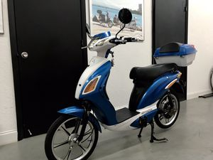 AmericanElectric Superfly electric scooter electric bicycle electric motorcycle electric bike electric moped ebike Vespa Kawasaki Tao Yamaha Honda bm for Sale in Miami Beach, FL