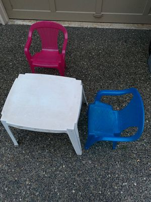 Free kids chair and table for Sale in Bellevue, WA