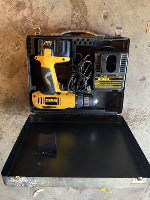 Dewalt 14.4v cordless drill with charger for Sale in Menomonie, WI