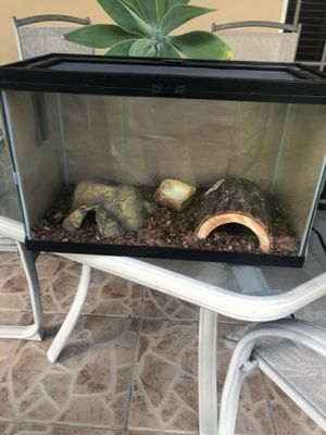Zilla 10 Gallon Reptile Tank with Heat Mat and Accessories for Sale in Miami, FL
