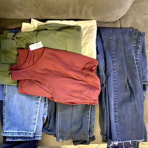 Maternity clothing bundle for Sale in Baton Rouge, LA