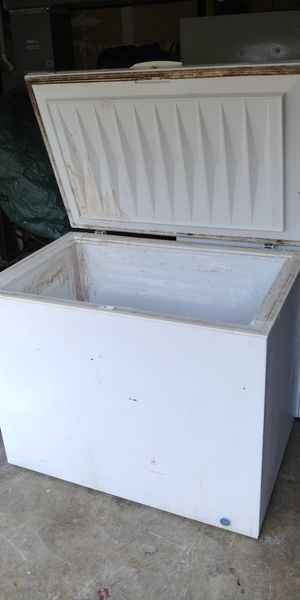 Frigidaire White 12.0 cu ft chest freezer for Sale in Lake Tapps, WA
