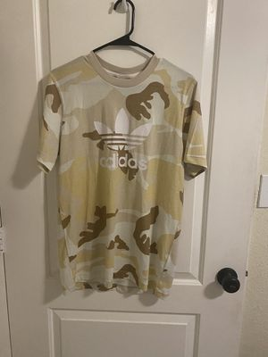 Light brown camo tee shirt for Sale in Miami, FL