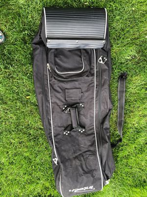 GOLF CLUB WHEELED TRAVEL BAG for Sale in Southgate, MI
