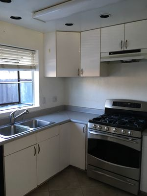 White Kitchen Cabinets for Sale in Los Angeles, CA