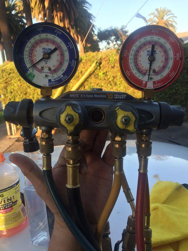 Yellow jacket brute two 4 valve manifold
