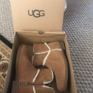 Girls UGG Boots 👢 for Sale in Los Angeles, CA