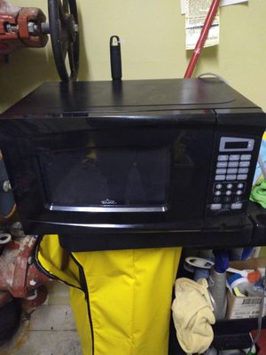Rival 700 watt Walmart microwave for Sale in Vestal, NY