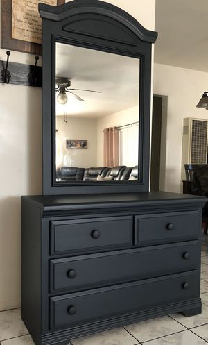 Beautiful Bassett Dresser With Mirror for Sale in Chino, CA