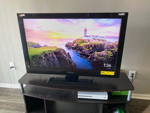 40 inch Tv And Tv Stand for Sale in Decatur, GA