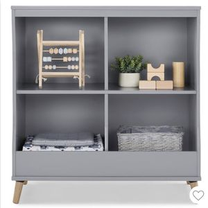 Delta children Jordan Convertible changing table and bookcase for Sale in Chino, CA