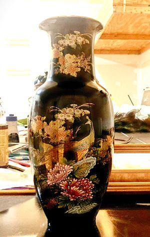 Beautiful Vase, no nicks or scratches. 18 inches. for Sale in Clarksville, MD