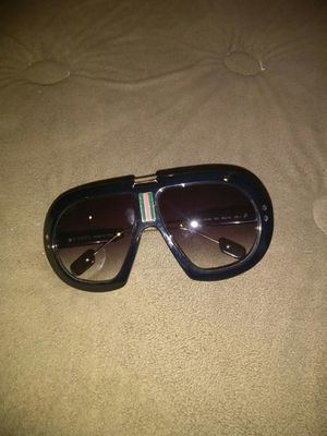 Gucci sunglasses for Sale in Columbus, OH