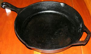"10"" Inch Lodge Cast Iron Skillet Frying Pan for Sale in Dunlap, TN"