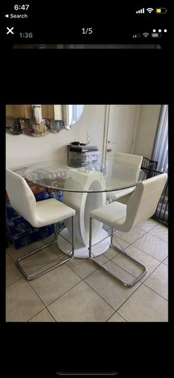 White dinning table for Sale in Cudahy,  CA