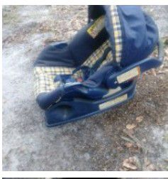 Baby car seat and carrier for Sale in Hollywood, SC