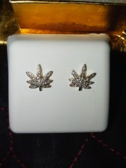 10 K New Bud Leaf earings for Sale in Fresno,  CA