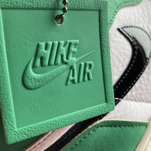 Wmns Nike Air Jordan 1 Retro High OG 'Lucky Green' for Sale in Orlando, FL