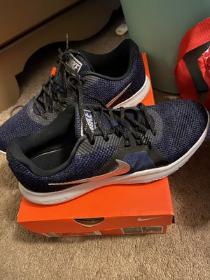 Women's nikes size 9 for Sale in Fresno, CA