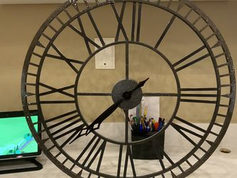 Large Hanging Wall Clock Analog, Roman Numerals, 24 Inches - $15 Or Best Offer - Weston for Sale in Weston,  FL