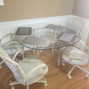 Glass Dining Room Table for Sale in Port Richey, FL